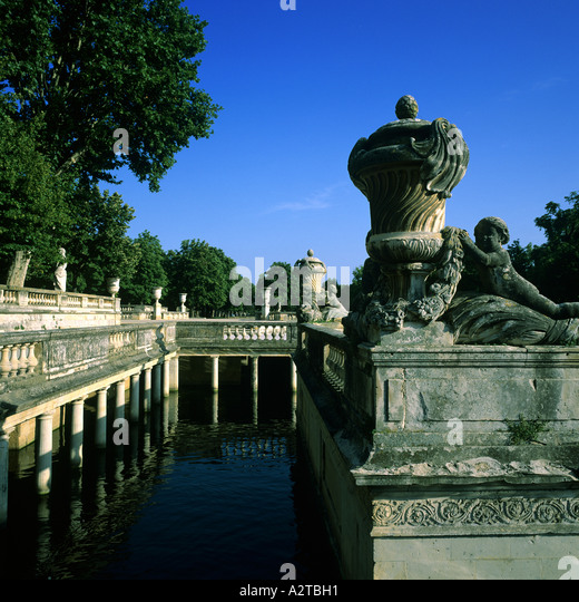 Travel nimes cities stock photos travel nimes cities stock images alamy - Jardin de la fontaine nimes limoges ...