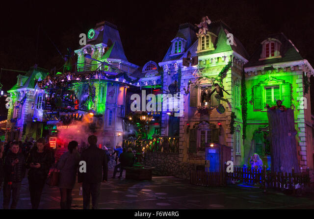London, UK. 19 November 2015. A haunted mansion. Hyde Park Winter Wonderland opens with many attractions such as - Stock Image