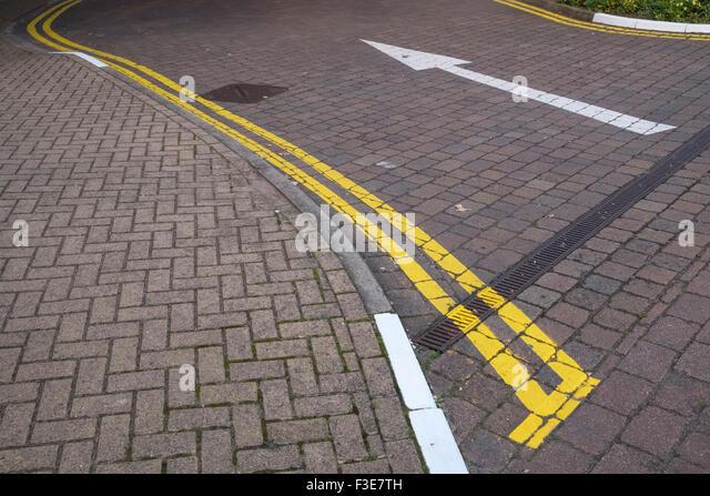 Yellow Road Markings Stock Photos & Yellow Road Markings ...