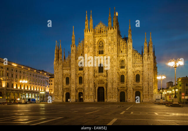 Pre-dawn light at the Cathedral in Piazza del Duomo, Milan, Lombardy, Italy - Stock Image