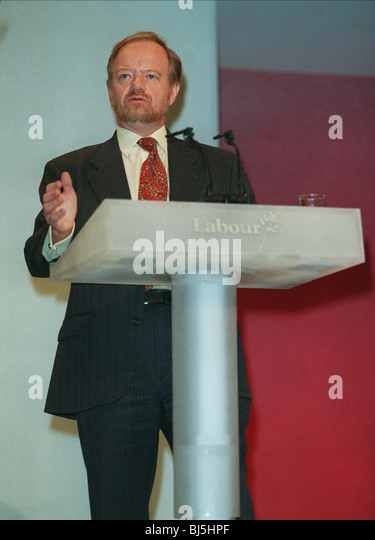 ROBIN COOK AT PODIUM SHADOW FOREIGN AFFAIRS MINIST. 07 October 1996 - Stock Image
