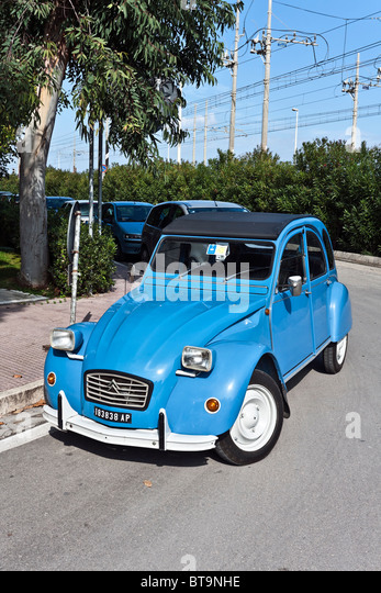 citroen 2 cv stock photos citroen 2 cv stock images alamy. Black Bedroom Furniture Sets. Home Design Ideas