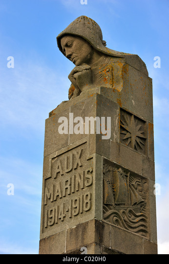 Monument in honour of the WWI sailors who died during the First World War at Pointe Saint-Mathieu, Finistère, - Stock Image
