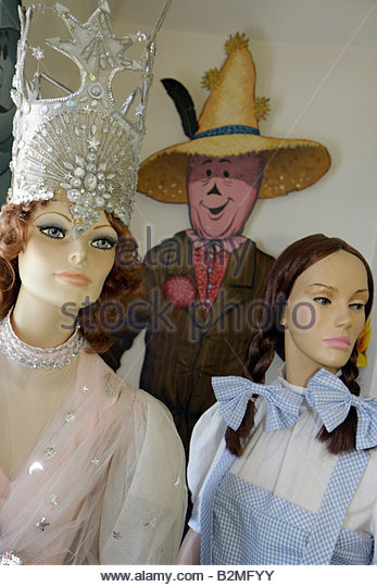 Indiana Chesterton Yellow Brick Road Gift Shop and Wizard of Oz Fantasy Museum mannequin figure characters children's - Stock Image