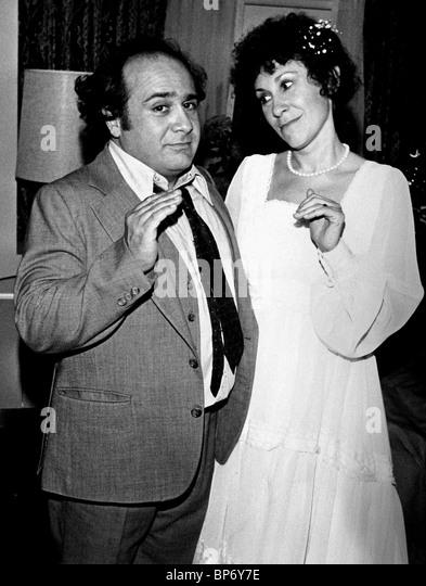 Rhea Perlman & Danny Devito Stock Photos & Rhea Perlman ...