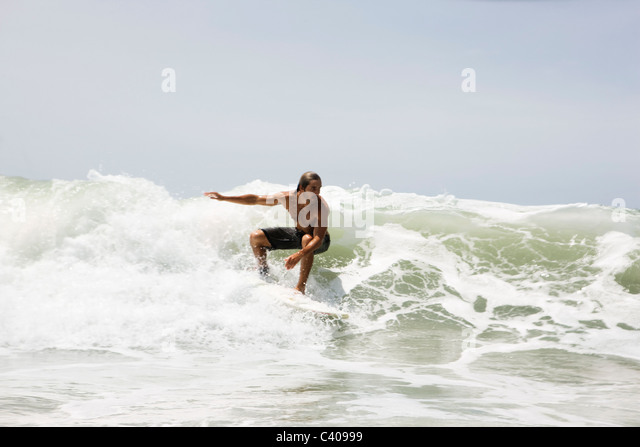 Guy surfing on wave - Stock-Bilder