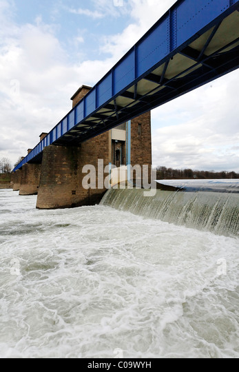 Ruhr river dam and lock, water flowing over the weir, overflow, Duisburg, North Rhine-Westphalia, Germany, Europe - Stock Image
