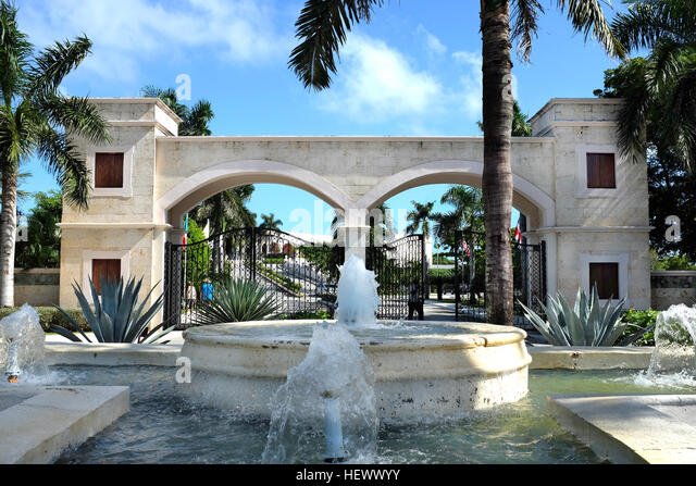 Fountain and entrance to Dreams Punta Cana in the Domiinican Republic. The resort is one of several properties in - Stock Image