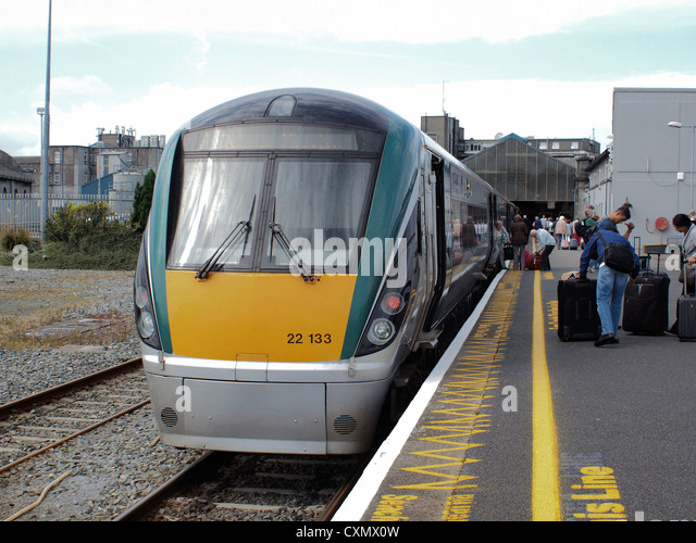 (Larnrod Eireann) Irish Rails 22000 class 'I.C.R.' diesel multiple Intercity railcars at Galway station - Stock-Bilder