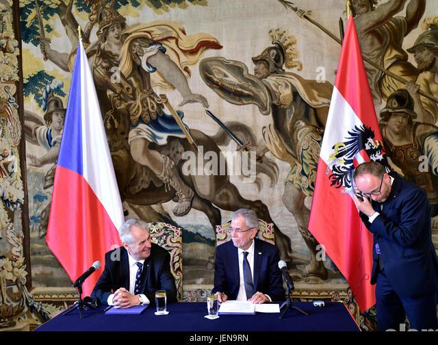 Czech President Milos Zeman (left) speaks with Austrian President Alexander Van der Bellen (center) during the press - Stock-Bilder