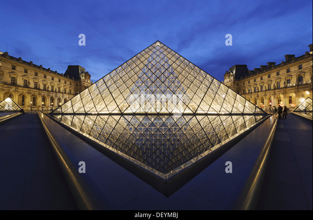 The pyramid by i m pei architect stock photos the - Louvre architekt ...