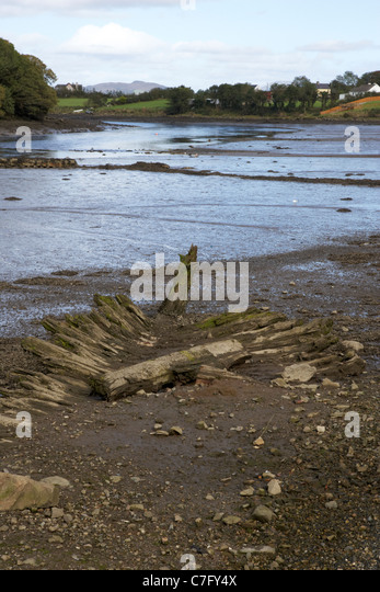 remains of old wooden boat in the mud river lennon ramelton county donegal republic of ireland - Stock Image