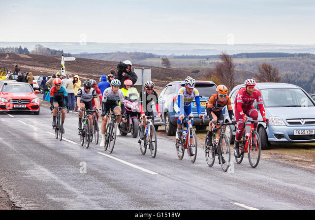Tour de Yorkshire 2016, the lead riders racing up Blakey Ridge, above Farndale, North York Moors National Park, - Stock-Bilder