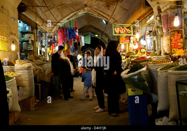 Inside the galleries of the Great Bazaar of Isfahan, Iran, Middle East - Stock Image