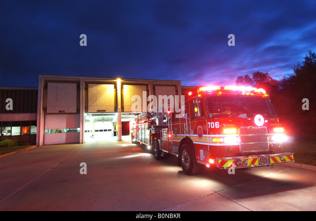 firetrucks-race-out-of-firehouse-in-beth