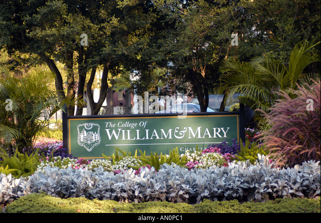 colonial williamsburg virginia va college of william and mary sign flower bed - Stock Image
