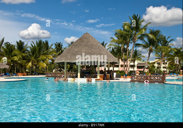 Hotel swimming pool thatch pool bar Bayahibe Dominican Republic Viva Wyndham Dominicus Palace all-inclusive resort - Stock Image