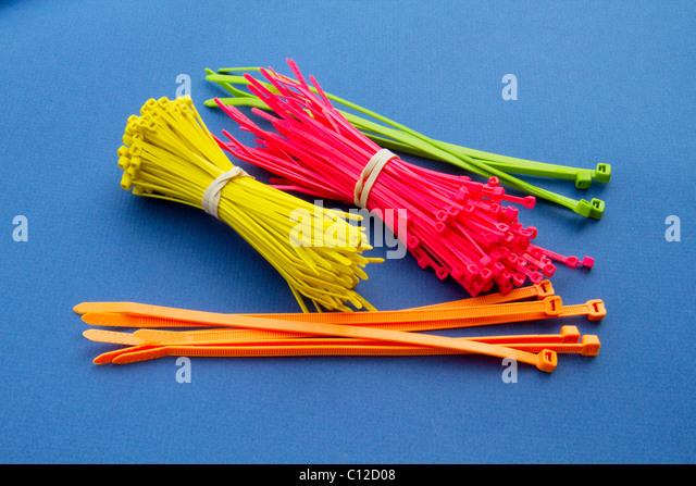 tool strap bundle secure strip tie cable fix hold tighten color plastic zip lock ratchet size set fit vary mechanic - Stock-Bilder
