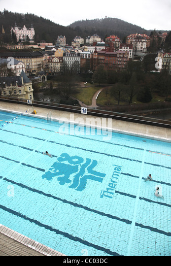 Thermal heated outdoor heated swimming pool in the spa town of Karlovy Vary / Karlsbad in Czech Republic - Stock-Bilder