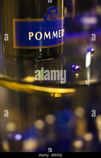 Pommery bottle stock photos pommery bottle stock images for Champagne marne