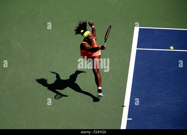 Flushing Meadows, New York, USA. 11th Sep, 2015. Serena Williams returns a shot to Roberta Vinci of Italy in their - Stock Image