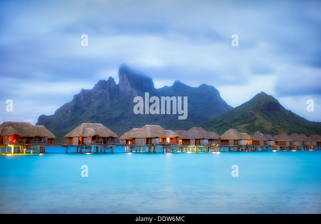 Pre sunrise and bungalows. Bora Bora. French Polynesia. - Stock-Bilder
