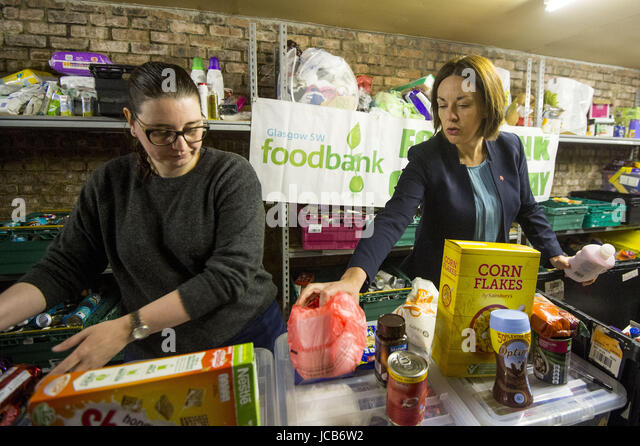 Scottish Labour leader Kezia Dugdale visits a food bank in Glasgow, Scotland  Featuring: Kezia Dugdale Where: Glasgow, - Stock Image