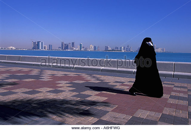 Traditional Qatari Dress Stock Photos & Traditional Qatari ...