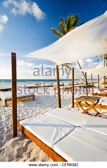 Sunbeds on the beach at Tulum, Quintana Roo, Yucatan Peninsula, Mexico. - Stock Image