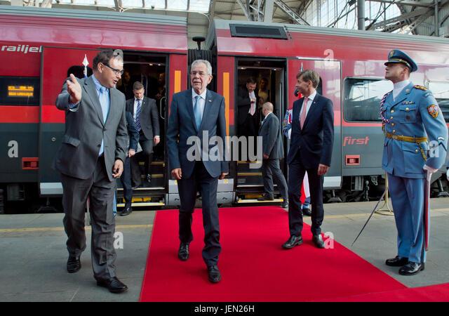Austrian Ambassador Alexander Grubmayr (2nd right) welcomes Austrian President Alexander Van der Bellen (2nd left) - Stock-Bilder