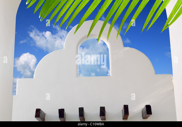 Mexican architecture white arch blue sky in Mayan Riviera - Stock Image