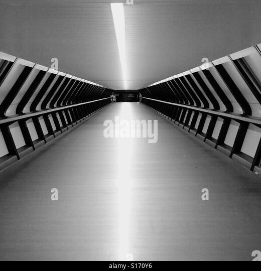 Crossrail footbridge - Stock-Bilder