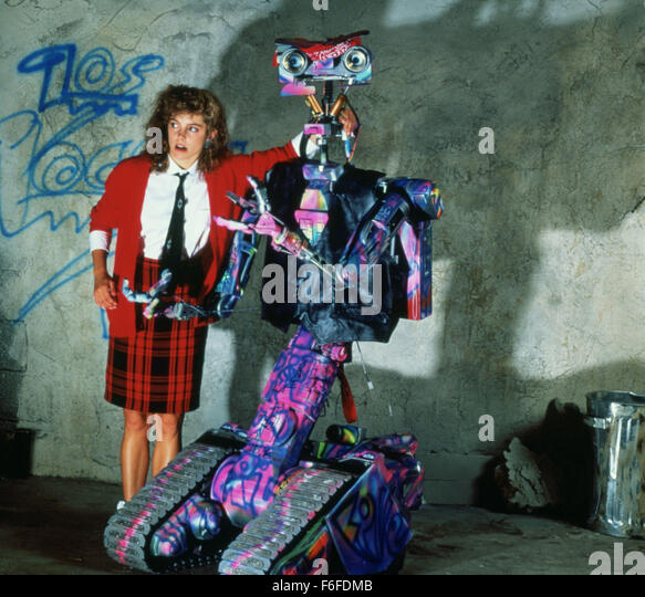 a review of the movie short circuit Short circuit started out in much the same vein, with the original story featuring a renegade military weapon turning on its creators, but as the script evolved it became the comedy movie that most '80s kids should have fond memories of.