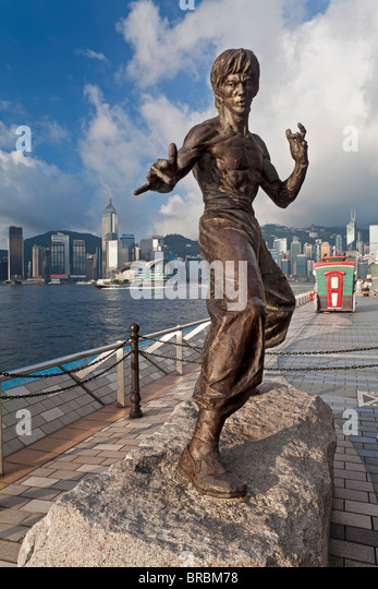 Kung Fu film star Bruce Lee statue, The Avenue of Stars, Tsim Sha Tsui, Kowloon, Hong Kong, China - Stock Image