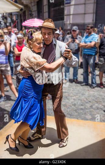 Old Tango Dance Couple , Antique market, Plaza Dorrego,  San Telmo,  Buenos Aires, Argentina - Stock Image
