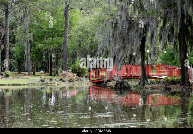 Southern Homes and Gardens, tranquil garden area at the Wetumpka Highway location. - Stock Image
