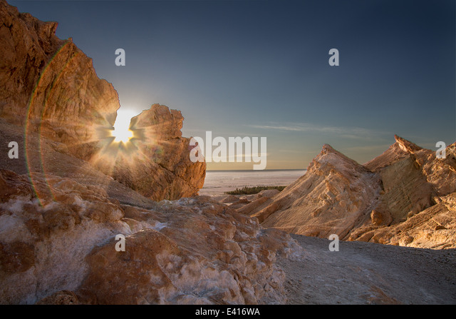 Backlighting in the Chebika mountains - Stock Image