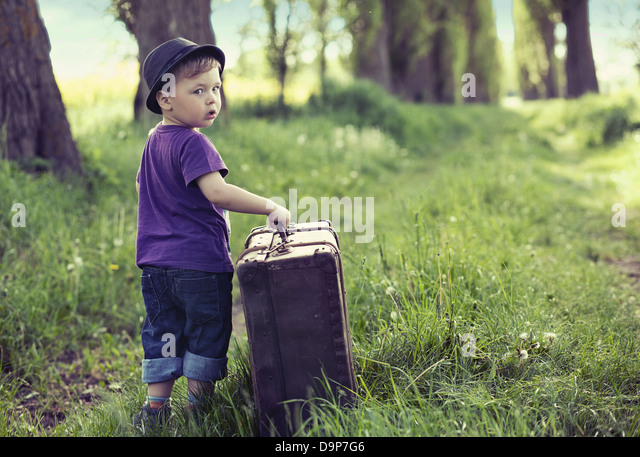 Little cute man leaving home with huge luggage - Stock-Bilder
