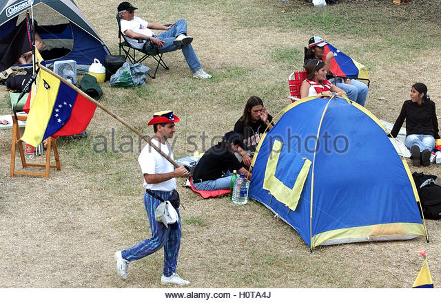 Venezuelans protesting against President Hugo Chavez camp in Caracas,  January 26, 2003. Eight weeks into Venezuela's - Stock Image