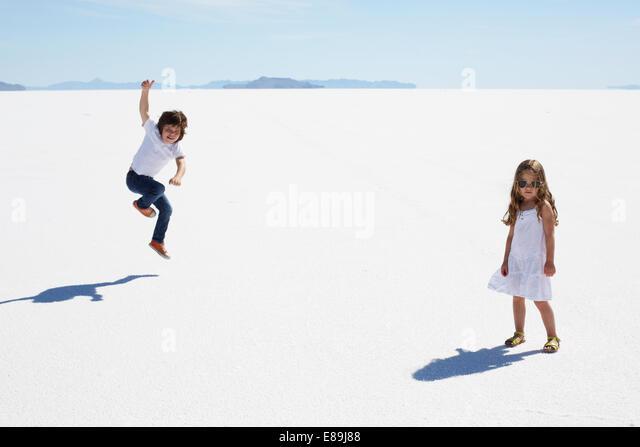 Kids at the Bonneville Salt Flats - Stock-Bilder