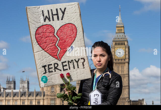 Junior doctors on the picket line outside St Thomas' hospital on Westminster Bridge.A Junior doctor asks Jeremy - Stock Image