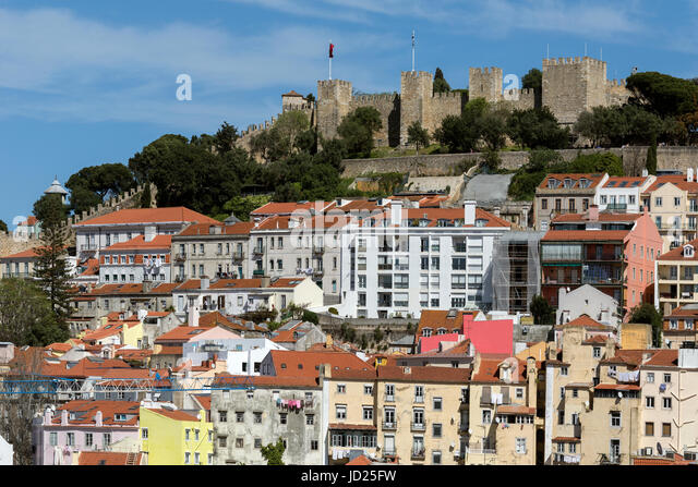 Sao Jorge Castle (Castelo de Sao Jorge) is a Moorish castle overlooking the historic centre of the city of Lisbon - Stock Image