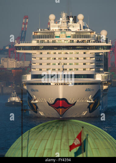 Hamburg, Germany. 21st Apr, 2016. The new flagship 'Aidaprima' of shipping company Aida Cruises passes the - Stock Image