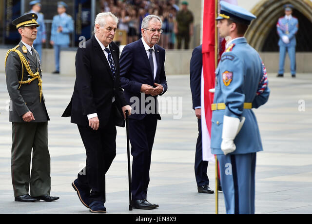 Czech President Milos Zeman (second from left) welcomes Austrian President Alexander Van der Bellen (third from - Stock-Bilder