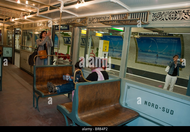Inside the parisian metro stock photos inside the - Metro gare de lyon porte de versailles ...