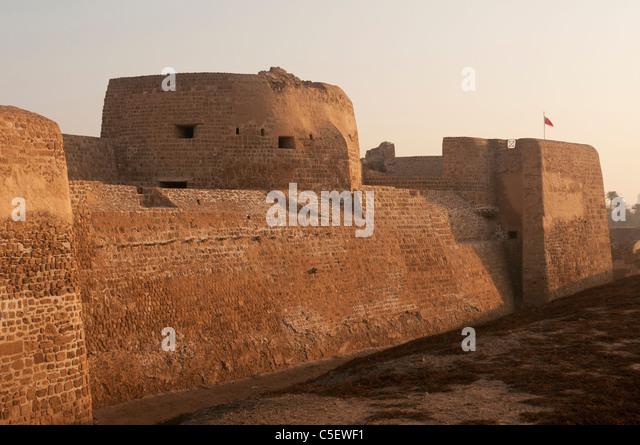 Elk204-1389 Bahrain, Bahrain Fort (Qala'at al Bahrain) 16th c, exterior walls and guard tower - Stock Image