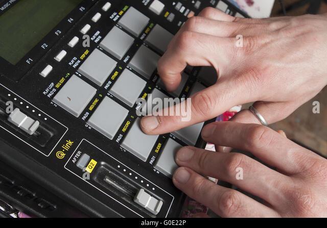 push the button on sampler - Stock-Bilder