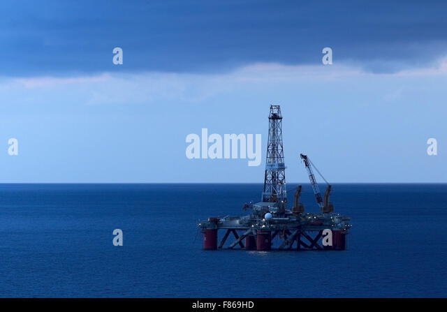 Passive oil rig, at sunset - Stock Image