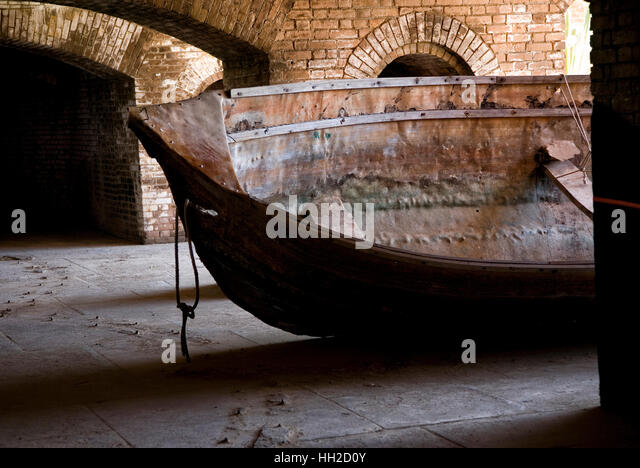 Skiff pulled inside walls of Fort Jefferson, Dry Tortugas - Stock Image