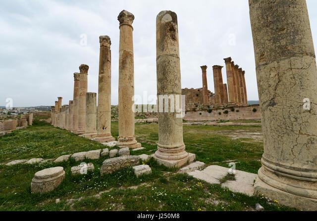 Roman pillars around the temple of Artemis The ancient Roman city of Jerash in Jordan. - Stock Image